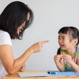 Dấu hiệu nhận biết phụ huynh độc hại đối với con cái