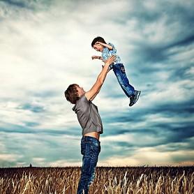 Không phải con trẻ, đối tượng cần giáo dục nhất hiện nay là người lớn, đặc biệt là bố!