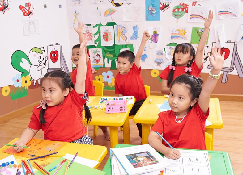 Chương trình học tiếng Anh cho trẻ em tại Apax Leaders giúp học sinh không chỉ có khả năng sử dụng tiếng Anh trong thực tế một cách hiệu quả mà còn phát triển kỹ năng tư duy sáng tạo và áp dụng nó để giải quyết các tình huống thường gặp trong cuộc sống, nâng cao tính cạnh tranh và sự chủ động.